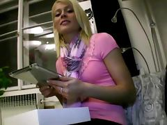 Pulled euro bimbo gives blowjob for cash