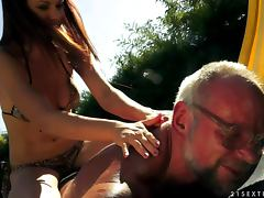 Old dude bangs a hot chick outdoors