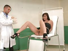 Doctor bangs Alysa Gap in her gapped ass