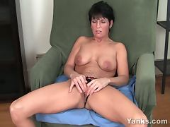 Kassandra wild works with her clit