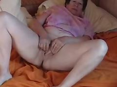 Jane playing on bed
