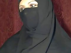 arabian hijab girl shows herself on cam tube porn video