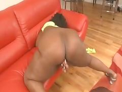 FREAKY ASS BLACK MAMA SELF SERVING THAT PUSSYI'D HIT IT