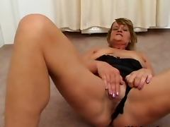 Dirty mature slut goes crazy part2