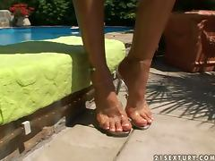 Nasty Sandy licks her toes and shows her nude body tube porn video