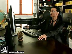 Business lady gets bored and starts going solo tube porn video