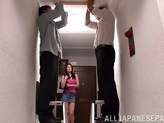 Sarina Takeuchi gives a blowjob to two guys in a corridor tube porn video