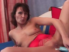 Slim sexy mature fucking herself with a vibrator in close up