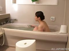 Asami Nanase takes a bath and then shows her body