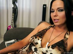Simony Diamond sucks a dick before taking it in her meaty pussy