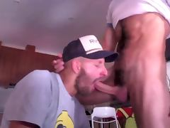 Sexy stud gives an amazing blow job tube porn video