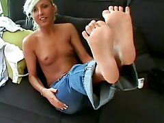 Chubby blonde Diana K is showing some acrobatics