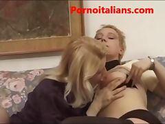 Lesbiche italiane mature annoiate fanno sesso lesbo leccate di figa lesbian italian tube porn video