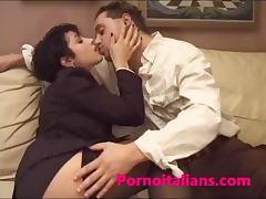 Cougar italiana tettona figa pelosa dai capezzoli grossi italian porn milf