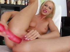Masturbating solo babe uses sex toyand cant get enough