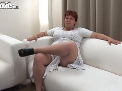 Grandma Renate Zug is being such a dirty lady tube porn video