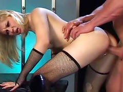Cute babe is getting drilled in hardcore mode