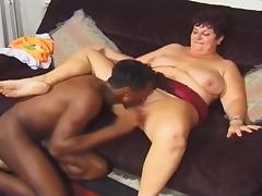 British stud Omar fucks a BBW on the sofa tube porn video