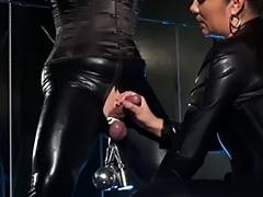 German female dom treats her Latexsissy
