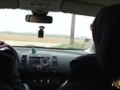 Sarah AbdelKhader suce son mec dans la voiture Beurette Trip tube porn video
