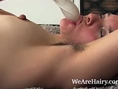 Bushy Jackie Paige masturbates on her shag carpet