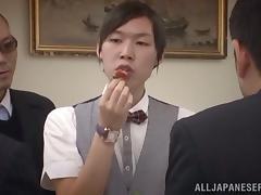 Royal babe gives a hot blowjob to the waiter