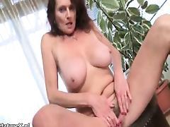 Nasty mature slut gets horny taking part2
