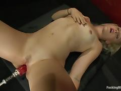 Dylan Ryan gets her pussy toyed to orgasm by a new sex machine porn tube video