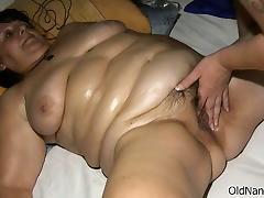 Fat mature slut goes crazy finger tube porn video