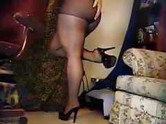 BBW On Webcam Puts On Pantyhose (No Sound)