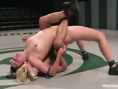 Ultimate lesbian fight with a blondie and a brunette