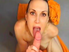 Amateur brunette is getting cumshot in her mouth