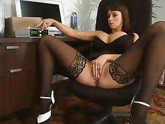 Summer Cummings enjoys playing BDSM games with herself
