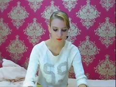Beautiful blonde shows feet and smooth body on cam