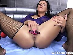 Valentina Ross pisses into a wine glass tube porn video