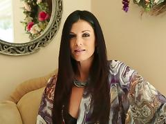 Gorgeous brunette siren India Summer gives a damn hot blowjob
