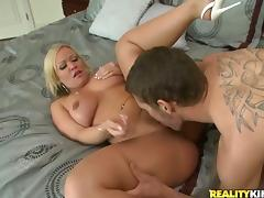 Smoking hot blondie lets him enjoy her twat and her shapes