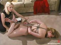 Curvaceous Maklaryn gets toyed in both holes by a blonde girl