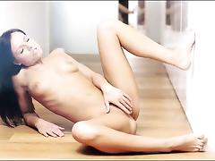 Killer brunet babe teasing and rubbing