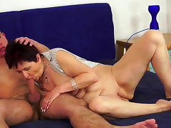 Mature whore rides thick shaft after sucking it tube porn video