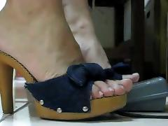 Sexy feet tube porn video