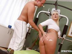 Time to work out on a huge cock of her coach tube porn video
