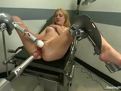 Lexi Belle gets her coochie smashed by a fucking machine