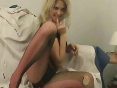 Blonde Amber shows her nice juicy booty