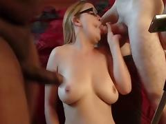 Amateur blonde Threesomes cumshot
