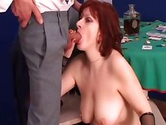 Mature slut loses at poker and pays with her ass