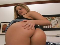 Alexis Texas shows off her butt and takes a ride on a cock
