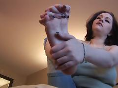Sexy And Nasty Dark Hair Babe Has A Foot Fetish tube porn video