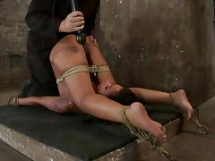 Hog predestined Skin Diamond gets whipped and toyed