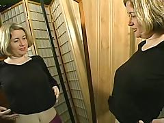Amateur Wendy sucks a cock standing mainly will not hear of knees